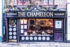 10 Best Restaurants to Eat at in Dublin's Temple Bar neighborhood.