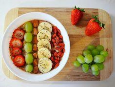 #banana #strawberry #breakfast   #poridge #oatmeal #grapes #banana #chia #breakfast #healthy #diet #nuts #goji #morning