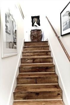 upcycled pallet stairs Style At Home, Wooden Stairs, Rustic Stairs, Pallet Stairs, Pallet Wood, Hardwood Stairs, Hardwood Floors, Rustic Basement, Pallet Beds
