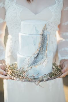 Find the perfect geode wedding cakes for your dream day, from boho to all-out bling and super chic to fairy-tale. These wedding cake ideas will add a wow-factor finishing touch to your wedding day. Naked Wedding Cake, Floral Wedding Cakes, Wedding Cake Designs, Geode Wedding Cakes, Vintage Wedding Cakes, Floral Cake, Lace Wedding, Purple Wedding, Vintage Cakes
