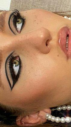 Dope Makeup, Edgy Makeup, Makeup Eye Looks, Eye Makeup Art, Pretty Makeup, Skin Makeup, Makeup Inspo, Makeup Inspiration, Beauty Makeup