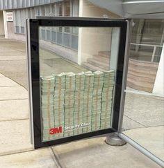 Оригинальная реклама на остановках. Реклама пуленепробиваемых стекол. По легенде, за стеклом $3 миллиона, но на самом деле только $500.