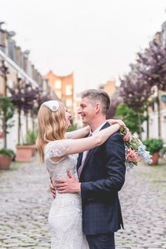 Bride and groom from a 1930s inspired CamdenTown Hall Wedding    Photography by http://www.emmiesweddingphotography.com/