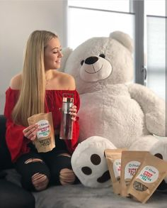 Scorpios Teddy Huge Teddy Bears, Big Teddy, Teddy Girl, Big Bear, Girl Photo Poses, Girl Photos, Teddy Photos, Cute Date Ideas, Bear Girl