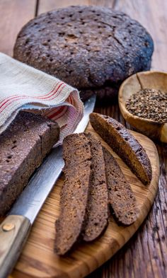 A speciality of the Swedish-speaking province of Åland Islands and Finland's southwestern archipelago region, mustaleipä is a rye bread baked for several hours in cool oven, giving it a sweet-and-sour flavour and a very dark colour. A Food, Food And Drink, Bread Board, New Flavour, Bread Baking, Deli, Bread Recipes, Banana Bread, Yummy Food