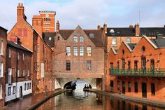 (Photo: Tupungato/Shutterstock) 10 surprisingly cheap european cities// England's biggest city, Birmingham-a historical urban hub criss-crossed with pretty canals and classic British pubs that's all too often overlooked by American tourists. Birmingham Canal, Birmingham England, London England, Cheap European Cities, Cities In Europe, Low Cost Hotels, Uk Holidays, River Walk, West Midlands