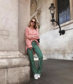 This Week we have rounded up the stylish Instagrams. Introducing our #1 Autumn Winter inspiration from the top fashion bloggers. Lining up the newest trends from shades of pink, oversized knitwear, check tailoring, sailor caps to knee-high boots.