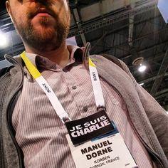 Korben au #CES2015 à Las Vegas avec le badge #JesuisCharlie
