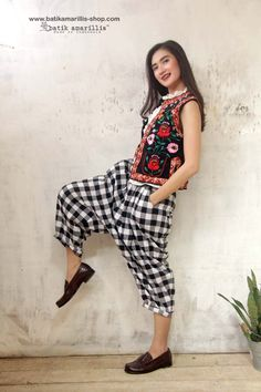 Batik Amarillis' Fraiche 2015 Tokyo85 pants ...super cool,chic and comfy 80-ies inspired pants ,it's tuck & ankle length with super adorable back pockets to spice up its cuteness!