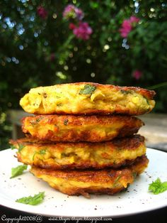Oh, yummy! Yellow Squash Fritters with Mint and Harissa Veggie Side Dishes, Vegetable Dishes, Vegetable Recipes, Vegetarian Recipes, Healthy Recipes, Healthy Food, Baby Food Recipes, Great Recipes, Favorite Recipes