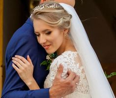 """Wedding crown – flexible hair vine  Size: circumference is 17"""" (45cm).   Estimated shipping times  United States: 7-12 business days Europe: 7-10 business days Australia, New Zealand and Oceania: 10-14 business days Asia Pacific: 7-14 business days Latin America and the Caribbean:"""