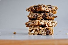 5 ingredient granola bars.4 cups rolled oats  2 tablespoons chia seeds (these are optional, I just love the texture they give)  1/2 cup unsalted peanuts, chopped  3/4 cup natural peanut butter, melted  1/2 cup brown rice syrup (honey works too!) spead on greased 9x13 bake at 350 for 25 minutes.