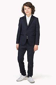 My Tommy Hilfiger NYE Pak van fijne scheerwol in klassieke stijl: blazer met revers met inkeping, pochet, steekzakken bij de taille. Lichte glans, contrasterende revers, zakranden en knopen. Single-breasted model, volledig gevoerd. De pantalons hebben een regular fit en tailleband, contrasterende binnenvoering. Steekzakken op heuphoogte.