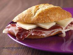A estas horas (y a cualquiera) sólo hacen falta dos cosas para ser feliz: pan y embutido Puente Robles.  ¡Que aproveche!  www.puenterobles.com