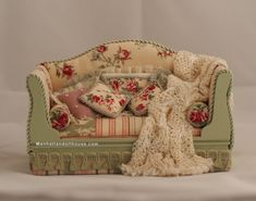 Shabby Chic Dollhouse Couch in Pink and Green - Click Image to Close