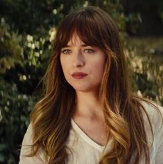 Dakota Johnson in Bad Times At The El Royale. Dakota Johnson Hair, Dakota Johnson Style, Dakota Mayi Johnson, Hair A, New Hair, Anastasia Steele Outfits, Ana Steele, Hairstyles With Bangs, Fifty Shades