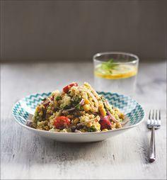 Der perfekte Sommer-Salat zum Grillen, als Lunch oder leichtes Abendessen: Bunter Salat mit Quinoa, Mais, Feta, Tomaten und Avocado
