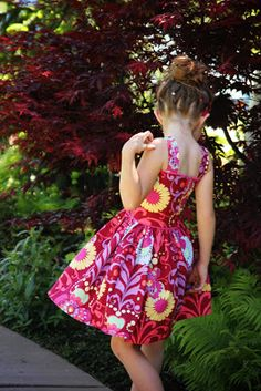 The Recital Dress Tutorial Girl. {sewing, crafts, party inspiration}: The Recital Dress Tutorial Sundress Pattern, Dress Patterns, Sewing Patterns, Sewing Kids Clothes, Sewing For Kids, Little Girl Dresses, Girls Dresses, Dress Sewing Tutorials, Sewing Ideas