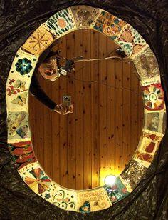 Specchi incantevoli, pezzi unici, creati in ceramica raku, con inserimenti tra i più vari: vetri, bottoni, swarovski, pietre dure, e altro…per incantarsi…e incantare Mirrors Riveting mirrors, unique artifacts, made in Raku ceramics, featuring varied insertions such as: glass, buttons, Swarovski jewels, hard stones and more. Made to mesmerize.www.forgiatoredielementi.it  https://www.facebook.com/forgiatoredi.elementi