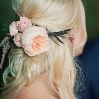 Bride with flowers in her hair. Flowers in hair. Fresh flowers in hair. Peony in hair. Roses in hair. Feather in hair. Half Up Wedding Hair, Wedding Hair And Makeup, My Hairstyle, Pretty Hairstyles, Hairstyle Wedding, Natural Wedding Hairstyles, Bridal Hairstyles, Hairstyles Haircuts, Boho Bride