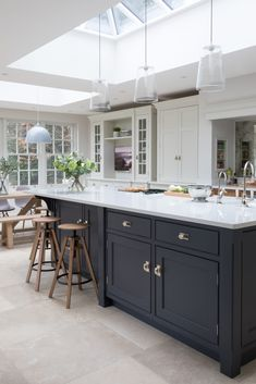 Open Plan family Kitchen, Cobham – Humphrey Munson Kitchens – Home living color wall treatment kitchen design Open Plan Kitchen Dining Living, Open Plan Kitchen Diner, Family Kitchen, Living Room Kitchen, Kitchen Layout, New Kitchen, Kitchen Decor, Cozy Kitchen, Kitchen Ideas