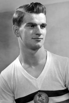 Sandor Kocsis, Hungria. Implacable goleador de la seleccion, 24 años, venia del Honved. El mejor cabeceador de toda la historia. Fallecio el 22 de julio de 1979