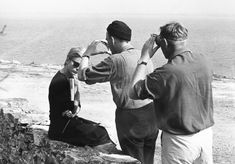 Director Ingmar Bergman and Cinematographer Sven Nykvist line up a shot of Bibi Andersson during a location shoot for Persona, 1966. Toshiro Mifune, Ingrid Bergman, David Lynch, Alfred Hitchcock, Quentin Tarantino, Persona Ingmar Bergman, Bergman Movies, Persona 1966, Film Theory