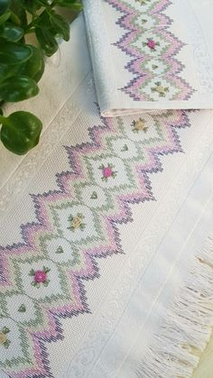 Swedish Embroidery, Machine Embroidery, Needlework, Diy And Crafts, Towel, Cross Stitch, Pasta, Decor, Hand Embroidery Stitches