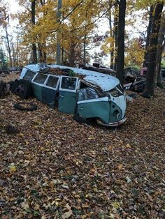 I call van abuse. Abandoned Vehicles, Abandoned Cars, Abandoned Places, Volkswagen Bus, Vw Camper, Combi Ww, T2 Bus, Kdf Wagen, Vw Gol