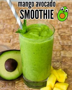 This creamy and delicious avocado mango smoothie tastes amazing! It is creamy and adds spinach for a healthy smoothie perfect for breakfast or a quick snack. Smoothie Detox, Avocado Smoothie, Detox Diet Drinks, Fat Burning Detox Drinks, Healthy Smoothies, Avocado Fat, Fat Burning Smoothies, Green Smoothies, Weight Loss Smoothie Recipes