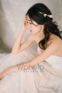 6款輕美式婚紗造型推薦-做個自然系活力新娘 Girls Dresses, Flower Girl Dresses, Wedding Dresses, Fashion, Dresses Of Girls, Bride Dresses, Moda, Bridal Gowns, Fashion Styles