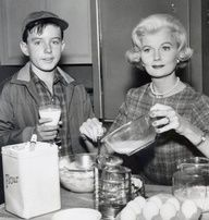 BEAVER - gallery - Jerry Mathers , Barbara Billingsley , Get premium, high resolution news photos at Getty Images Jerry Mathers, June Cleaver, Leave It To Beaver, Vintage Tv, Vintage Stuff, Vintage Movies, Vintage Items, Old Shows, Kitchens