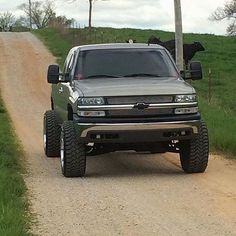 Jacked Up Chevy, Suv Trucks, Lifted Chevy Trucks, Diesel Trucks, Cool Trucks, 2004 Chevy Silverado, Silverado 1500, Black Truck, 4x4