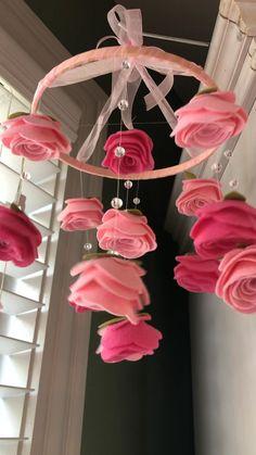 Paper Flowers Craft, Felt Flowers, Flower Crafts, Diy Flowers, Felt Roses, Diy Crafts For Home Decor, Diy Crafts Hacks, Diy Room Decor, Diy Birthday Decorations
