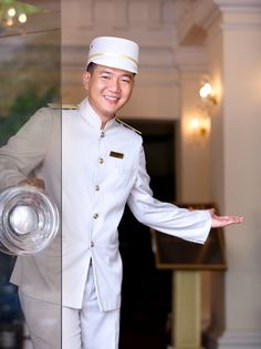 The doorman at Hotel Continental Saigon - the oldest hotel in Vietnam. Restaurant Service, Luxury Restaurant, Vietnam Hotels, Hotel Uniform, Restaurant Uniforms, Hotel Services, Hotel Staff, Ho Chi Minh City, Concierge