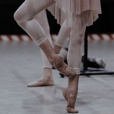Dance It Out, Just Dance, Aesthetic Photo, Aesthetic Pictures, Dance Motivation, Ballet Feet, Dance Poses, Ballet Photography, Ballet Beautiful