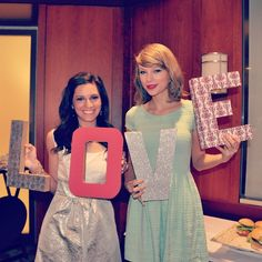 Taylor Swift went to a fan's bridal shower. One of the many reasons to love Taylor.