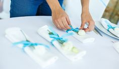 15 decorative ways to fold cloth napkins Farmhouse Tabletop, Napkin Folding, Cloth Napkins, Plastic Cutting Board, Blog, Christmas, Table Decorations, Mesas, Home