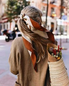 Love the headscarf in pony style ღ Awesome fashion clothes for stylish women from Zefinka. Love the headscarf in pony style ღ Awesome fashion clothes for stylish women from Zefinka. Instagram Outfits, Disney Instagram, Look Fashion, Autumn Fashion, Fashion Outfits, Fashion Women, Fashion Clothes, Stylish Clothes, Fashion Scarves