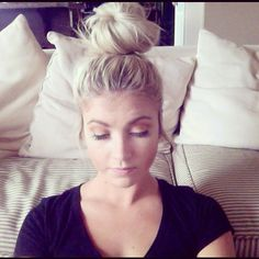 I always love a good Top Knot Tutorial. This is one that requires only an elastic. No bobby pins!