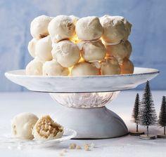 Valkosuklaasta tehty lumilyhty on kahvipöydän kaunotar Jolly Holiday, Rocky Road, Let Them Eat Cake, Nutella, Camembert Cheese, Serving Bowls, Cupcake, Xmas, Christmas Ideas