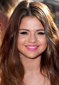 A step-by-step video guide to getting Selena Gomez's makeup look (WireImage)