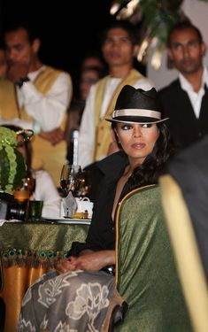Janet Jackson Fedora - Janet adds some flare to her outfit, with this fedora hat thats accented by a gold rim.