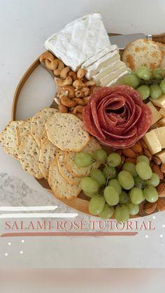 Charcuterie Recipes, Charcuterie Platter, Charcuterie And Cheese Board, Meat Platter, Cheese Boards, Party Food Platters, Cheese Platters, Snacks Für Party, Brunch Party Foods