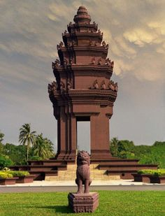 The capital of Cambodia is like any other capital city but its history makes is unique in its own way. Here are some of the must-visit places and things to do in Phnom Penh for a first time visitor. Stuff To Do, Things To Do, Famous Monuments, National Symbols, Beautiful Moon, Phnom Penh, Capital City, Cambodia, Travel Inspiration