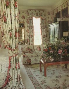 read my post on chintz that includes this pic, Lady Anabel Goldsmith's bedroom!  a design snack
