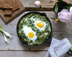 Creamy spinach with fried eggs - #HEALTHYRECIPE #healthy #lowfat #lowcalorie #diet #cookinglight #MyBSisBoss