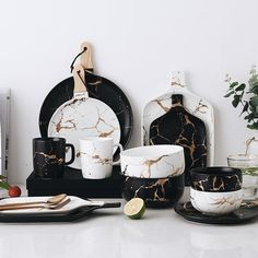 Best Gold Marble Glazes Ceramic Party Tableware Set Porcelain Breakfast Plates Dishes Noodle Bowl Coffee Mug Cup For Decoration Ceramic Tableware, Party Tableware, Party Plates, Kitchenware, Black And White Plates, Black White, Solid Black, Matte Black, White Gold