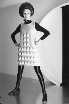 Brooklyn Museum's 'Pierre Cardin: Future Fashion' is out of this world 60s And 70s Fashion, Mod Fashion, Fashion Photo, Vintage Fashion, Fashion Images, Sporty Fashion, Fashion Top, Fashion Models, Style Année 60