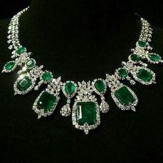 Diamond & Emerald Necklace by Chopard. Emerald Necklace, Emerald Jewelry, High Jewelry, Luxury Jewelry, Silver Jewelry, Jewelry Accessories, Jewelry Design, Diamond Necklaces, Diamond Rings